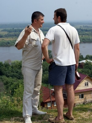На родине Владимира Жильцова. г. Елатьма Рязанской области, с его сыном - Иваном у реки Оки, 10-11.07.2010г.