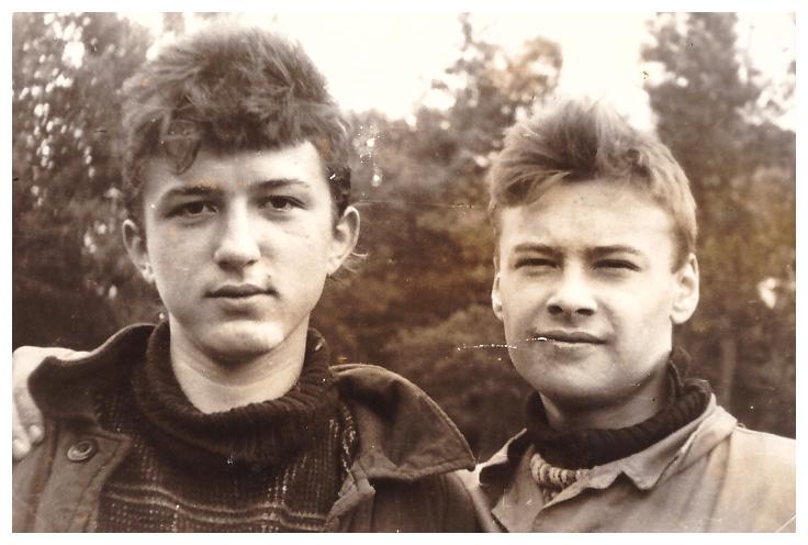 С другом - Сергеем Перовым. Нам по 17 лет! Поход выпускным классом на байдарках по реке Керженец, 27-29.06.1988г.