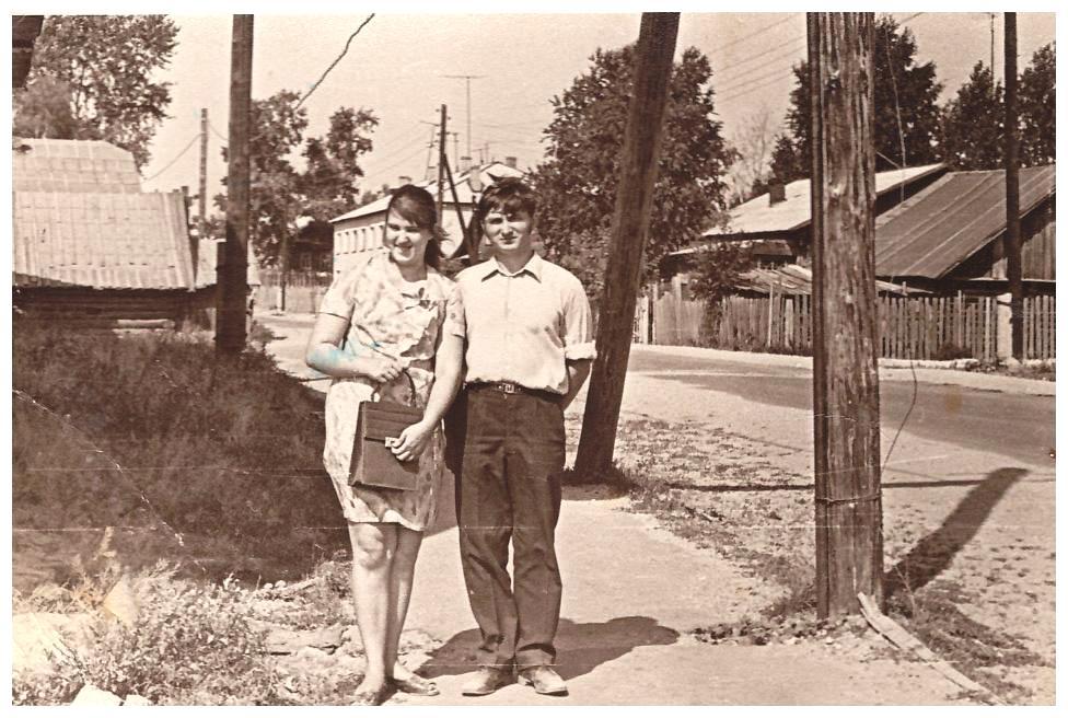 Мои родители, Решетниковы Ирина и Иван, пос.Урень, лето 1972г.