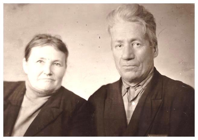Родители отца: Решетниковы Лидия и Ефтифий. п.Уста,1970-е.