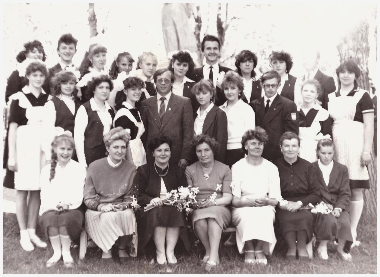 Наш выпускной 10 А класс! пос.Сухобезводное, май 1988г.