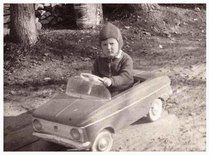на первом автомобиле... Сентябрь 1974г., пос.Сухобезводное, ул.Лесная 31.