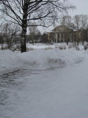 В парке у Софийского собора, где любил отдыхать поэт, любуясь красотами берегов реки Вологды. На этом месте до недавнего времени стояла его берёзка...ныне срубленная.
