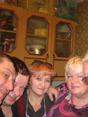С вологодскими друзьями: Панцыревы Владимир и Светлана, Татьяна Охотникова и Алексей Сальников.