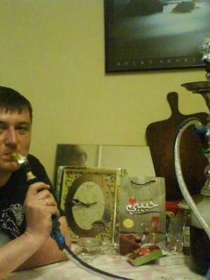 """04.07.2009г., Санкт-Петербург. """"Курит кальян фруктовый, И на тахте лежит.Тихо спросила:-""""Кто вы? Я отвечал:-""""Мужик..."""" В.Решетников."""
