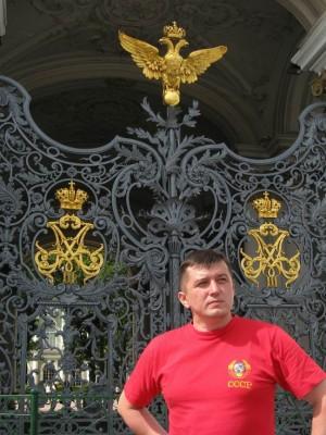 03.07.2009г., Санкт-Петербург. Те самые ворота Зимнего дворца, на которые взбирался большевистский сапог...
