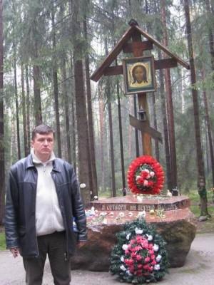 Санкт-Петербург, 17-19.05.2008г. Левашовское кладбище, центральная аллея.