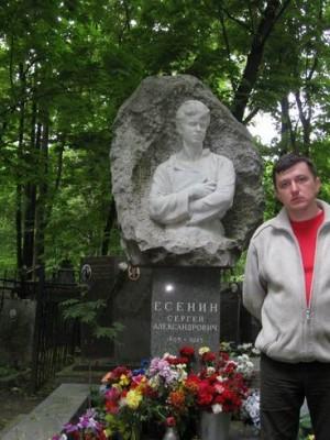 Москва, 20.05.2008г., Ваганьковское кладбище, у Сергея Есенина.