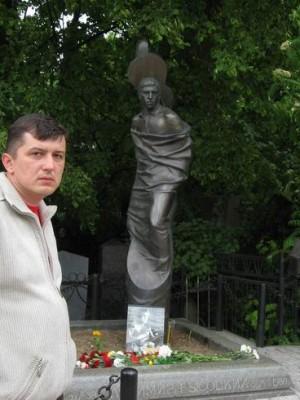 Москва, 20.05.2008г., Ваганьковское кладбище, у Владимира Высоцкого.