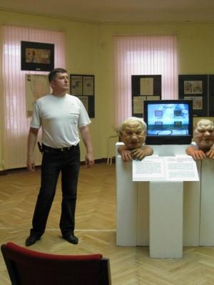 """07.07.2009г., Санкт-Петербург. Государственный музей политической истории. """"Куклы"""" теперь пылятся в музее."""